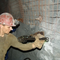 Anchoring the side walls at Ridder-Sokolny mine